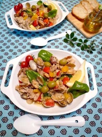 アレンテージョという名前を聞くと難しそうですが、実は簡単ヘルシーに豚の薄切り肉を使ってできる簡単な炒め料理です。!!あさりのうま味と豚肉と野菜、そしてにパプリカパウダーが決め手です。