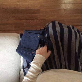 LASICUの中で1番小さいSサイズ。ちょっとそこまでのお散歩バッグとして、家の中のこまごまとしたモノの収納ツールとしても使えるかわいいサイズ感です。