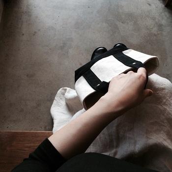 インバッグとしてこまごまとしたモノを入れてもよし、お子様用バッグにしてもよしのSサイズ。TOTE(S)と同じ大きさです。ベースと中の色はivory、持ち手と底部分の色は選べます。