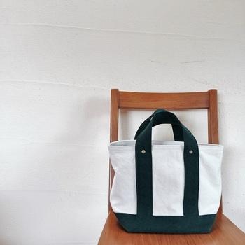 お出かけ用にちょうどいい大きさのMサイズ。お天気のいい日に必要なものをポンポンっと入れてサッと出かけたくなる、そんなバッグです。