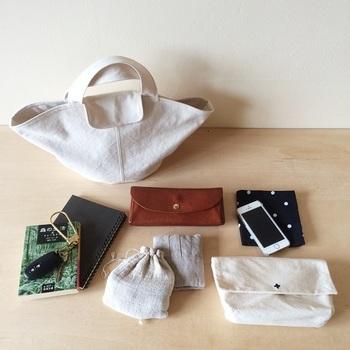 Mサイズにはパンやスイーツを入れてみては?お財布やポーチ、ケータイに文庫本などたくさん入り、お出かけに便利なサイズです。