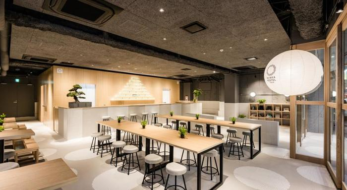 「BUNKA HOSTEL TOKYO」の一階には「居酒屋ブンカ」が併設。宿泊者以外でも利用でき、気軽にホステルの雰囲気を楽しむことができます。また、宿泊者と地域の人との交流の場にもなっています。