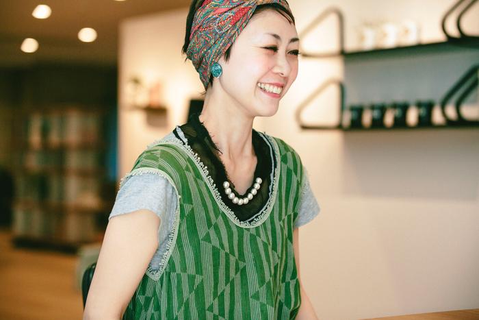 同じくマーケティング&PRを担当をされている金子尚子さん。今回、インタビューに答えていただくだけでなく、ご自宅で実際にアルテック製品を使用されている様子を撮影させていただきました