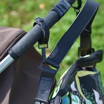 ママにとって大助かりなのがこの付属のベビーカー用ベルト。2点でバッグをしっかり支えてくれます。バッグの中身を取り出す時も便利です。