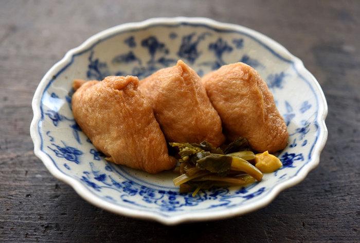お酢のご飯で作るいなり寿司は傷みにくく、さっぱりとした味が食欲をそそります。酢飯にねり梅や細かく刻んだ沢庵や野沢菜の漬物などをお好みで混ぜても美味しくなります。