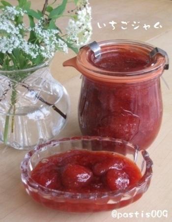 今の季節、美味しいイチゴがたくさん、しかもお安く売られるようになりましたね。子供の頃の定番はジャムといえばイチゴ。お手製で、自分好みに美味しく作ってみて下さいね。