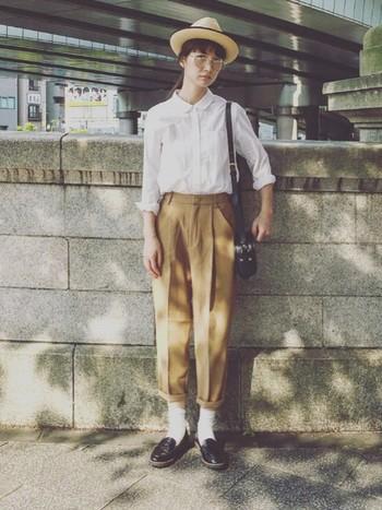 ボーイズライクなコーディネートの仕上げは、白靴下×ローファーで決まり。下町散策にもぴったりなおじかわファッションでお出かけも気分を上げて楽しんじゃおう!