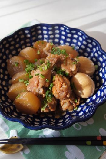 鶏手羽の旨味が大根や卵に染み渡った、じんわりと美味しい、鶏手羽と大根のじんわり煮物。卵も一緒に煮込んでいるので、たんぱく質をしっかり摂取できます。ほっと落ち着く一品です。