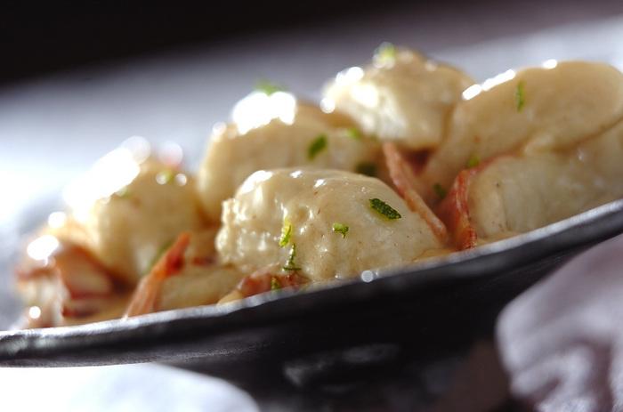 里芋と小麦粉を使って、独特の食感のニョッキに!