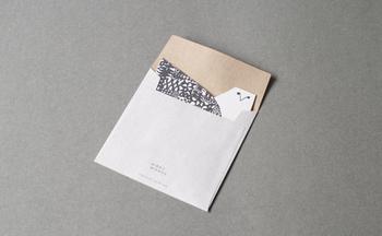 封筒を開けて、こんなにかわいらしい鳥が登場したら、贈られた相手もきっと笑顔になってくれますよ。もらって嬉しい上に、その後も飾って使えるメッセージカードを、大切な人に贈ってみませんか?