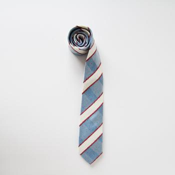 ビジネスマンにはおしゃれなネクタイも必須アイテム。毎日お仕事を頑張るお父さんに感謝を込めて、とっておきのネクタイをプレゼントしませんか?父の日はもちろん、おしゃれに敏感な男性にもおすすめなのが、古くから織物産地として有名な山梨県・富士吉田市の老舗「羽田忠織物」のネクタイです。