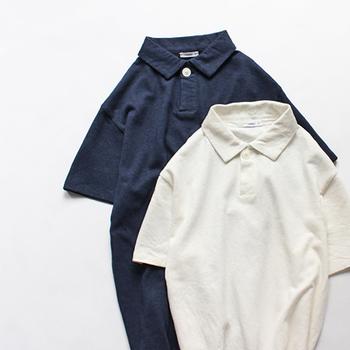 夏の休日スタイルの定番といえば、ポロシャツが大人気。着心地の良いおしゃれなポロシャツは、幅広い年代の男性に喜ばれるアイテムです。大阪の人気ブランド「maillot (マイヨ)」のポロシャツは、リネン×コットンの風合いとドライな着心地が夏にぴったりの一枚です。