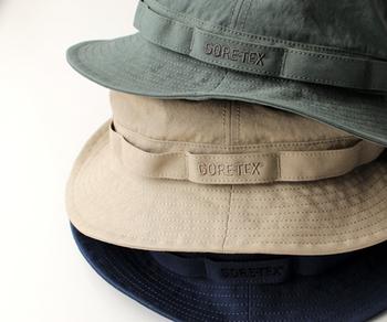 日差しが強くなる夏に向けて、おしゃれな帽子も人気のギフトアイテムです。防水性・透湿性に優れた「THE NORTH FACE (ザ・ノース・フェイス)」の防水ハットは、夏はもちろん、湿気の多い梅雨の時期にもぴったり。綿100%の生地を使用したシンプルなデザインなので、デイリーからアウトドアまで幅広く使えるアイテムです。
