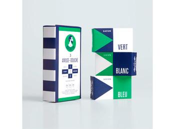 グリーンはシトラスノートのレモングラス、ホワイトはウッディノートのティツリー、ブルーはフローラルノートのラベンダーが配合されています。3種類の石鹸が楽しめるソープセットは、それぞれ25ℊのミニサイズ。旅行にも便利なサイズなので、出張の多い男性にも喜ばれそうなアイテムです。(LE BAIGNEUR ゲストソープセット \1,944)