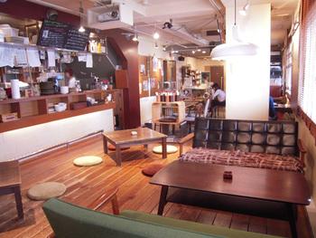 そして下の階には「音楽食堂」を併設。ゆったりとした空間で、お得なランチセットをはじめ、様々なフードやドリンクが味わえます。