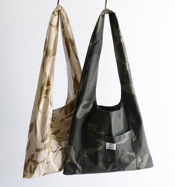 カラーは、ホワイト×ベージュ、オリーブ×ブラックの2種類。どちらも、丈夫でナチュラルな雰囲気がいっぱい。