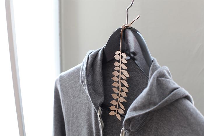 お気に入りの香りをハンガーに掛ければ、いつものお洋服に素敵な香りが移せそう。