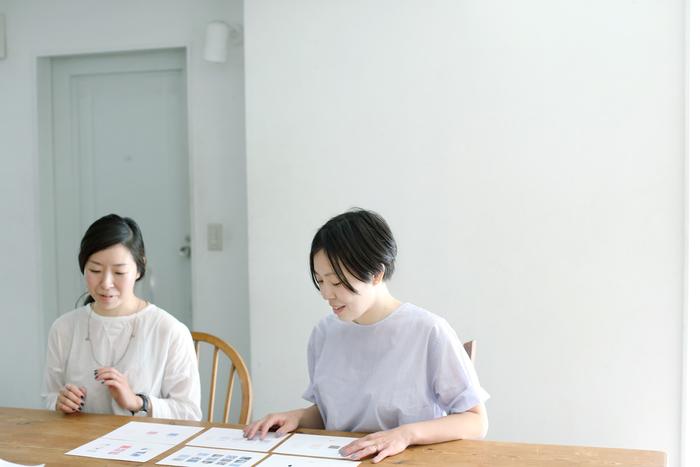 (左)姉・松岡朋子さん、(右)妹・中田絢子さん