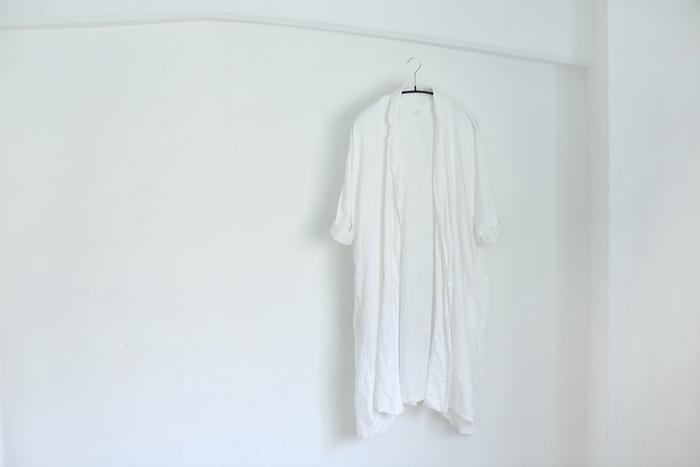 今年の春夏コレクションより「Drape Coat」。軽いヘリンボーンリネンで作られています。着れば着るほど生地はふんわり、ドレープラインは柔らかになるそう