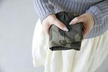 折りたたむとこんなに小さくなります。旅行用のサブバッグや、バッグインバッグとしてぴったり♪