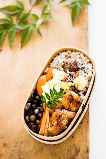蕎麦の実は通常蕎麦粉にするために挽いてから使うものですが、徳島県では蕎麦の実を挽かずにそのまま食べる習慣があります。雑穀のようにお米と一緒に炊けば、香ばしい蕎麦の香りが味わえます。ぷちぷちとした食感も楽しい♪