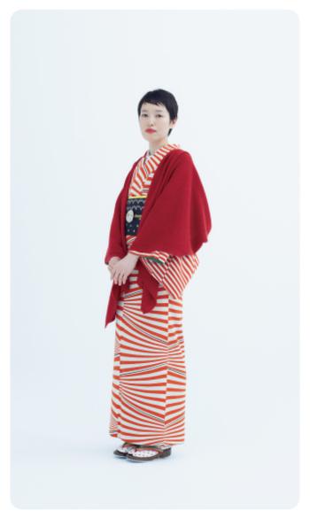 minoのアイテムは、洋服だけでなく着物にも合います。着物の色にマッチしたポンチョを選んでコーディネートを楽しみたいですね。