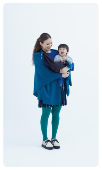 小さなお子さんがいる方にもおすすめ。ママの愛情とポンチョのふんわりとしたあたたかさでお子さんを優しく包んであげたいですね。