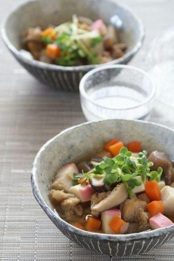「こづゆ」は、福島県の会津地方に伝わる郷土料理。干したほたての貝柱からとった出汁に、根菜類やきのこを入れて煮込みます。内陸地方のために新鮮な海産物が手に入りにくかったことから作り出されたこの料理は、ほたてと野菜から出た旨みがたっぷりで大満足のお味です。