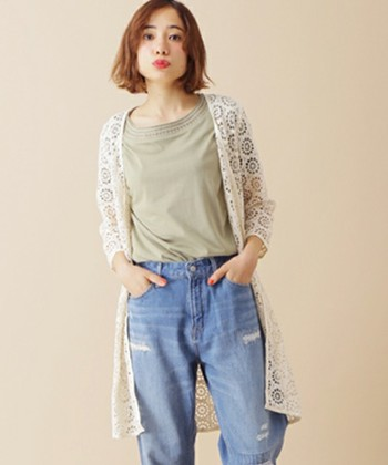 ちょっと個性的で可愛らしい網目模様のロングカーディガン。シンプルにTシャツ×デニムと合わせて、カジュアルに着こなしましょう!コーデ全体のレース割合が高くてもこれなら安心◎