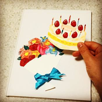 気になる誕生日絵本は見つかりましたか?読むたびにお誕生日の気持ちを思い出せるなんて、すてきですよね。是非、大切な人のお誕生日にプレゼントとして選んでみてください。そして、お誕生日に手作り絵本作ってみるというのも、世界にひとつのプレゼントになって、喜ばれるかもしれませんね。