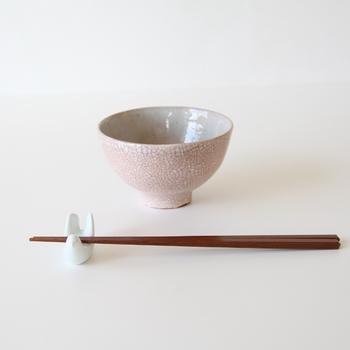 こだわり抜いた朱の色、自然が創りだす模様と質感、まさに一点もののようなお茶碗です。