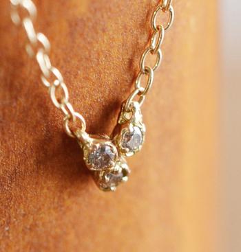 「初めてダイヤ」にもピッタリなシンプルで可愛らしいデザイン。自分へのご褒美ジュエリーとしてもおすすめです。