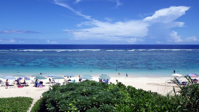 サンゴ礁に囲まれたビーチが約500メートル続く吉野海岸は、宮古島でも有数の人気シュノーケルスポットです。