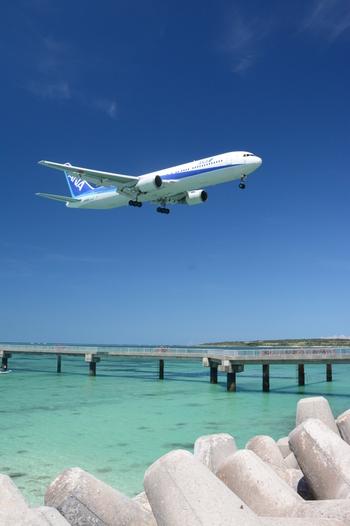 2014年までは、パイロットの訓練場として使われていた下地島空港では、間近で飛行機が発着陸する様子を見ることができました。残念ながら、現在の下地島空港は、海上保安庁の管轄下となっているため、民間の飛行機が発着陸する様子は見られません。しかし、運が良ければ小型機が飛び立つ様子を間近で見ることができます。