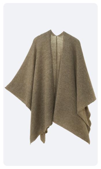 『tate』のベビーアルパカ&ウール。お色はあたたかみのあるモカ。空気をたっぷりと含んだ、ふっくらとやわらかな編み方にこだわった編地です。室内ではひざ掛けとしても活躍します。シワになりにくいので、旅行や出張のお供にもぴったりです。