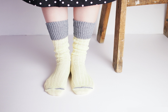 【ざっくり編みくつした リネン】  出番の多い靴下こそ、涼しげ素材がおすすめです。ローゲージでざっくりと編まれたソックスは、ゆったりとしていてノンストレスな履き心地。サンダルとあわせたコーディネートがおすすめ!