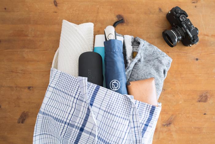 「マチあり・ブルーチェック」。マチ付きでたっぷり容量。普段のお出かけや、習い事、マザーズバッグにもちょうどいいサイズ。