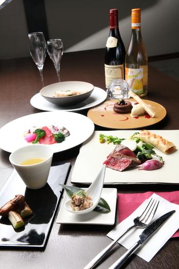 ビストロレストランでもある共栄窯では、ワインと一緒にフレンチをいただくこともできます。