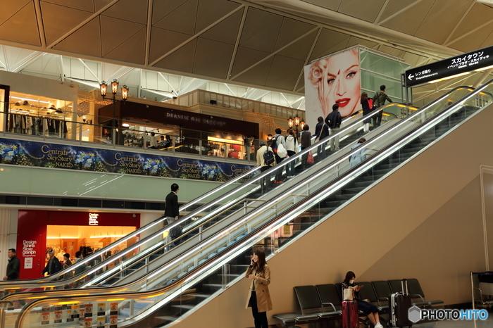 東海地方の空の玄関口として大勢の人で賑わうセントレアこと中部国際空港。店舗数やレストランの数も多く、イルミネーションなど、様々な催しが行われるセントレアは、飛行機利用者だけでなく、デートスポットや観光スポットとしても人気の場所です。