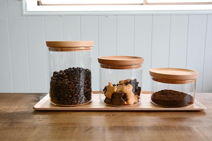 コーヒー豆の保存容器は毎回洗う必要はありませんが、豆の油分が付いたときはしっかり拭き取るようにしましょう。そのままだと酸化して異臭の原因になったり、容器に付いた匂いが新たに入れたコーヒー豆に移ってしまいます。
