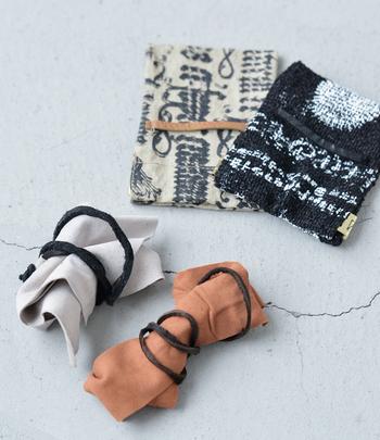 プレゼントにもぴったりなスエードレザー、もしくはシックな布製の保存袋がついています。※袋はお選びいただけません。