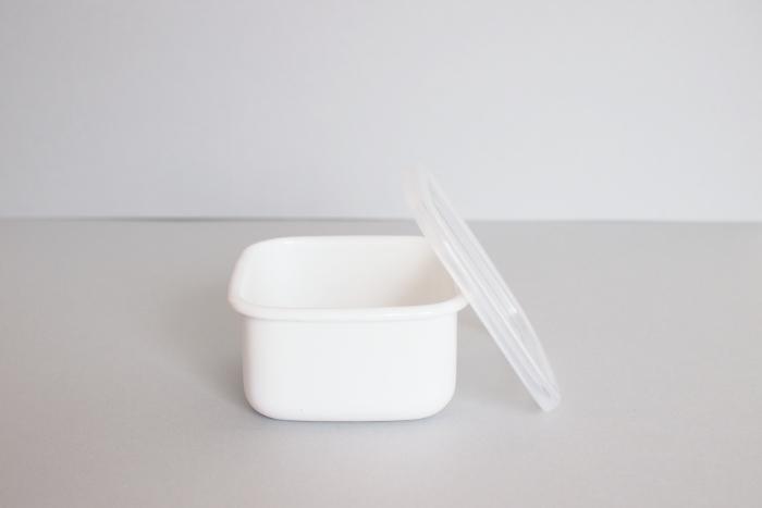 薬味などの保存に適したSサイズから、1kの味噌を入れるのにちょうどいいLサイズまで。同じ容器で揃えると、統一感がでて、雑誌で見るようなオシャレなキッチンに近づけるかも♪