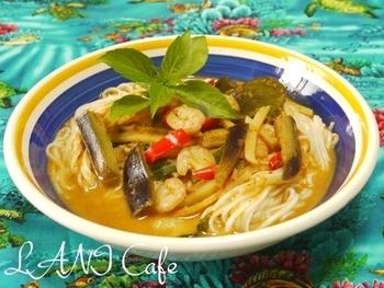 """タイのレッドカレー麺、""""カオソーイ""""。素麺を使うので意外に作りやすいレシピです。レッドカレーの辛さとココナッツミルクのまろやかさが絶妙!"""