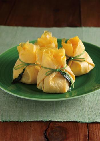 オシャレな茶巾寿司にも挑戦してませんか?お子さまにもぴったりの、ちょっと小さめなかわいらしい茶巾寿司。苦手な野菜もたくさん食べられますよ♪