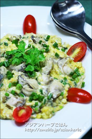 たまには気分を変えてレストランにあるような料理を作ってみませんか?こちらは、牡蠣を卵でとじた「オースワン」というタイ料理レシピです。なかなか、日本ではない組み合わせが新鮮ですね。