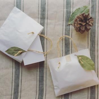 tayutau rousoku専用のギフトバッグもとっても素敵。開けずにそのまま飾っておきたくなってしまいますね。