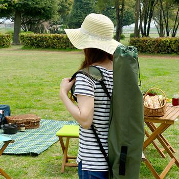 専用の持ち運び用カバンがついているので、野外に持ち運ぶときに便利。ハンモックを木に引っ掛けたりしなくていいので、どこでも楽しめますよ。