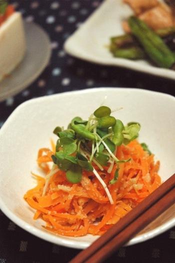 ニンジンもお弁当に入れるには、栄養価◎彩り◎コスト◎の万能野菜の一つ。定番のニンジンのきんぴらやニンジンしりしりはちょっと飽きたなぁ、なんて方にオススメなのが、「ニンジンのたらこ和え」です。