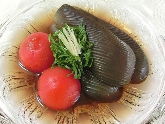 こちらは、ひんやり冷たい煮浸し。大葉とショウガで香りもよく、プチトマトの赤が目にも美味しそうで食欲のない日にもさっぱり食べられるメニューですね。