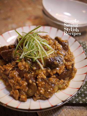 豆板醤無しで作る麻婆茄子。余りがちになる豆板醤の代わりにラー油でピリ辛感を出した技ありレシピ♪自宅にある調味料だけで簡単にできるのも嬉しいですね。